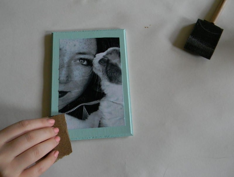 Steps on how to transfer photo on wood